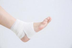 足首の捻挫は鴨居内田接骨院で根本治療しましょう